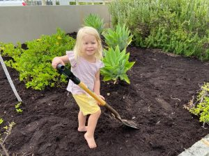 Little girl digging the soil